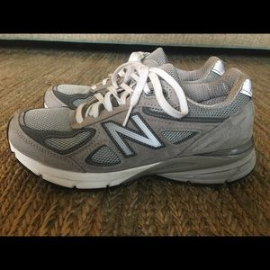 New Balance Women classic 990v5 sneakers. Size 7.5